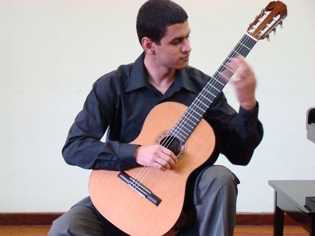 Koncert u Portu: Márlou Vieira Peruzzolo na gitari