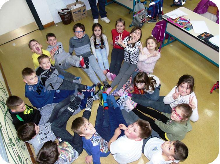 U Osnovnoj školi obiježen dan šarenih čarapa