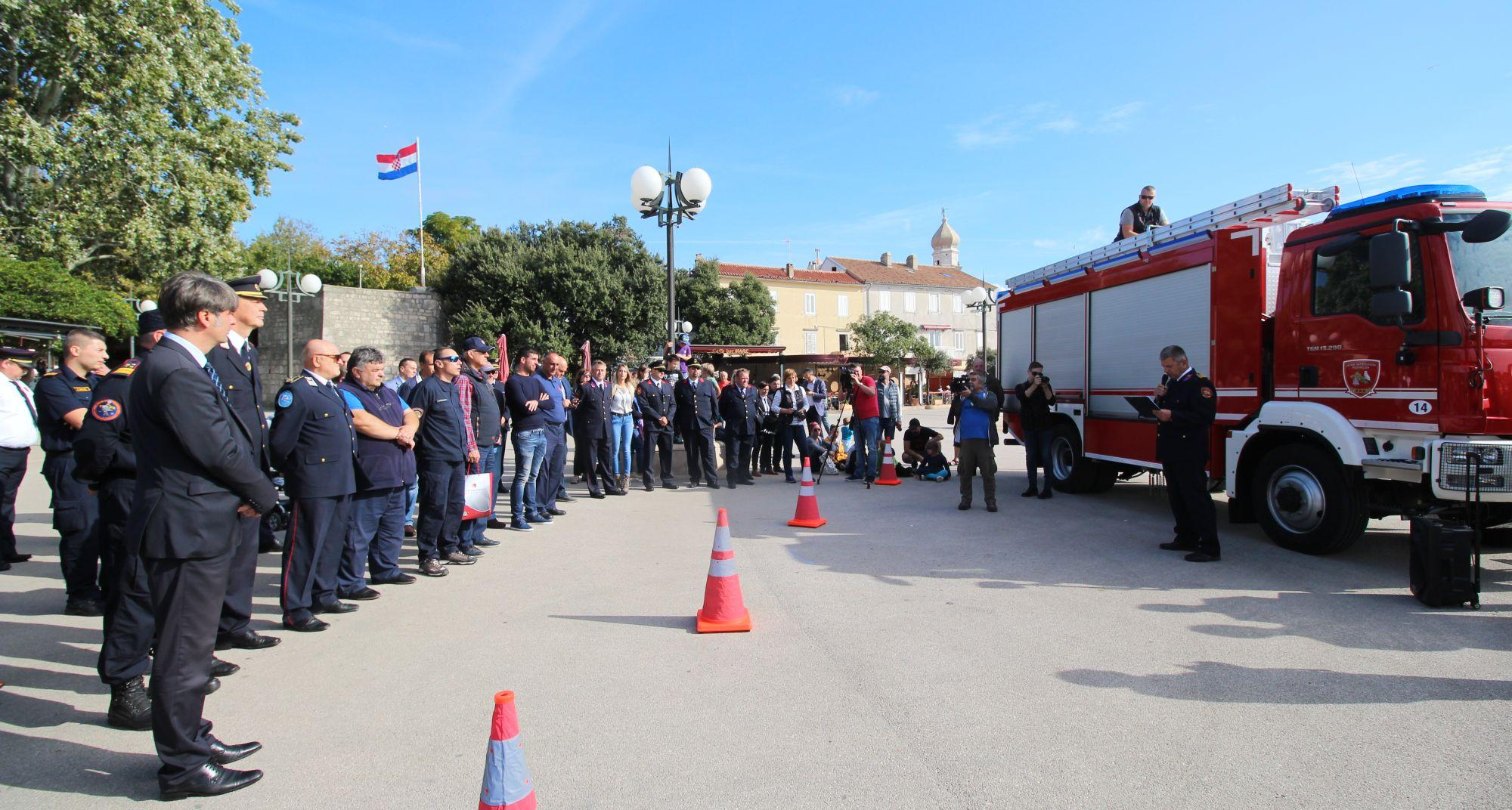 JVP grada Krka dobilo novo višenamjensko vozilo