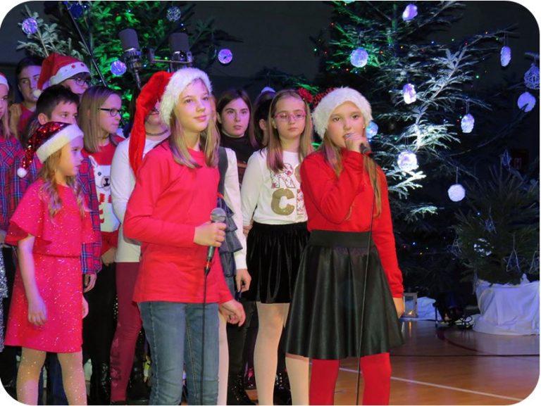 POGLEDAJTE: Jubilarna božićna priredba Osnovne škole Malinska  – Dubašnica!
