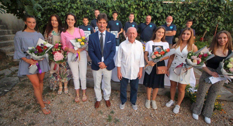 Dodijeljene nagrade najboljim učenicima i sportašima